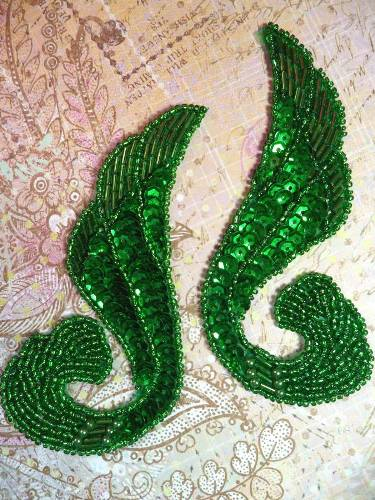 0123 Kelly Green Swirl Mirror Pair Sequin Beaded Appliques