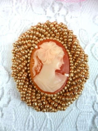 FS853 Gold Cameo Applique 1.5