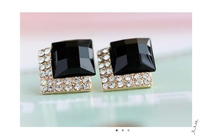 Black Rhinestone Earrings in Gold Setting Jewelry (JW24)