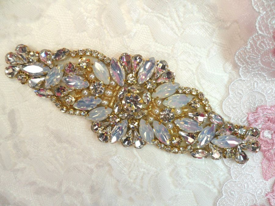 Gold Setting Crystal Rhinestone Applique w/ Pearls and White Jelly Accent Stones 5.25 (MS124)