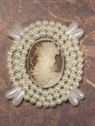 0387  Ivory  Beige Victorian Cameo Beaded Applique 2.75""