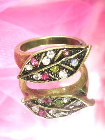 608  Multicolored Antique Gold Vintage Rhinestone Ring sz 9