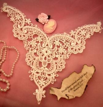 "F2  Ivory Venise Lace Victorian Yoke Collar Applique 10"""