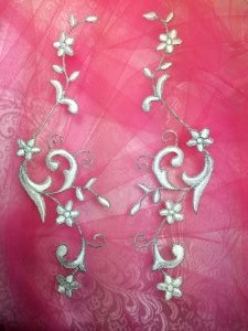 """GB90 Embroidered Appliques White Silver Flower Mirror Pair Vine Iron On 9"""""""