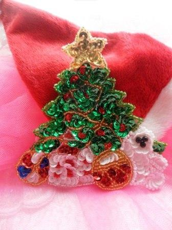 JB249 Christmas Tree Applique Beaded Sequin Patch Teddy Bear with Gifts  4""