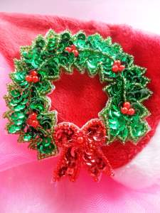 JB250 Christmas Wreath Sequin Applique w/Beads 3.75""