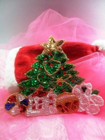 JB251 Christmas Tree Applique Beaded Sequin Patch Teddy Bear with Gifts  6""