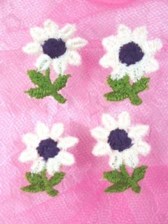 L61  Set of ( 4 ) Embroidered Flower Appliques