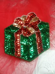 """LC1579 Christmas Gift Applique Beaded Sequin Patch Green Red 3.5"""""""