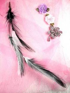 MR12745 Black White Feathers w/Alligator Clip