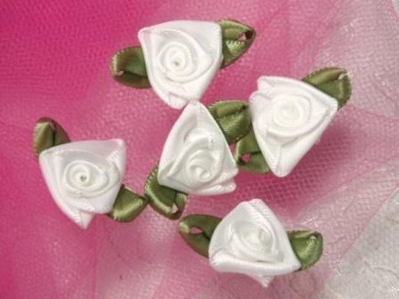 L27 Set of 5 White Green Ribbon Rose Appliques