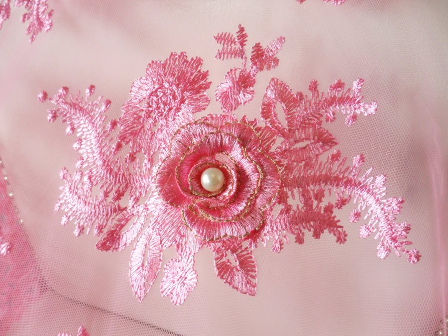 3D embroidered fabric appliques