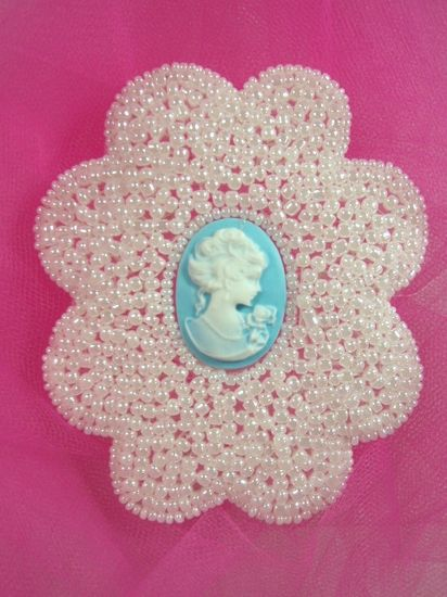 0192  White Pearl Victorian Cameo Beaded Appliques 3.75