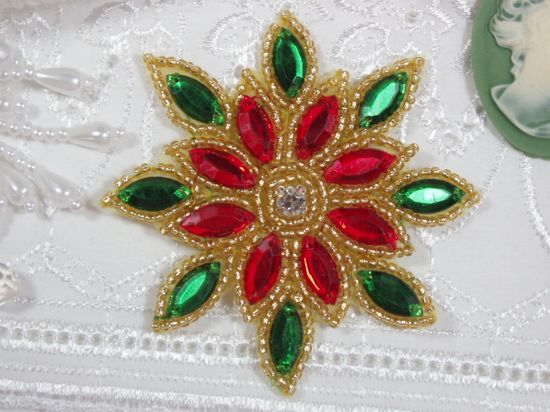 XR32  Red / Green Snowflake Jewel Gold Beaded Applique 3\