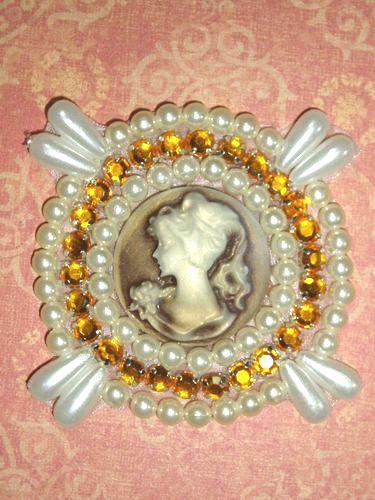 0385  Ivory Beige Gold Rhinestone Cameo Beaded Applique 2.25