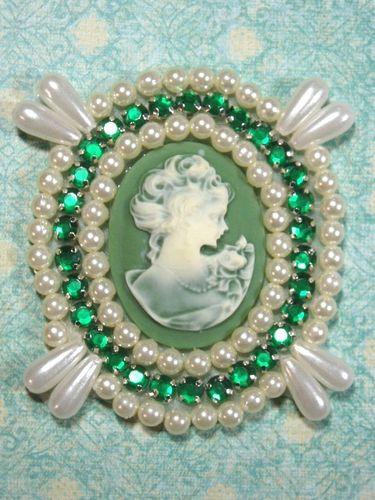 0388  Ivory  Green Victorian Cameo Green Rhinestone Beaded Applique 2.75