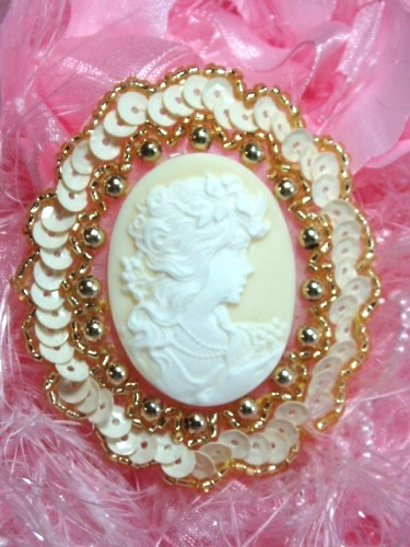0389  Ivory Victorian Cameo Sequin Beaded Applique 2.5