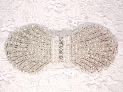 0434 Silver Pearl Rhinestone Bow Beaded Applique 4.5\