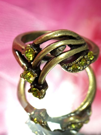 611  Olive Antique Gold Vintage Rhinestone Ring sz 10.25
