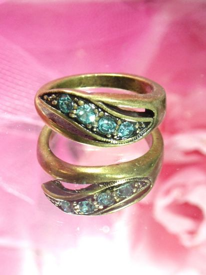 652  Lt. Blue Green Antique Gold Vintage Rhinestone Ring sz. 9.25