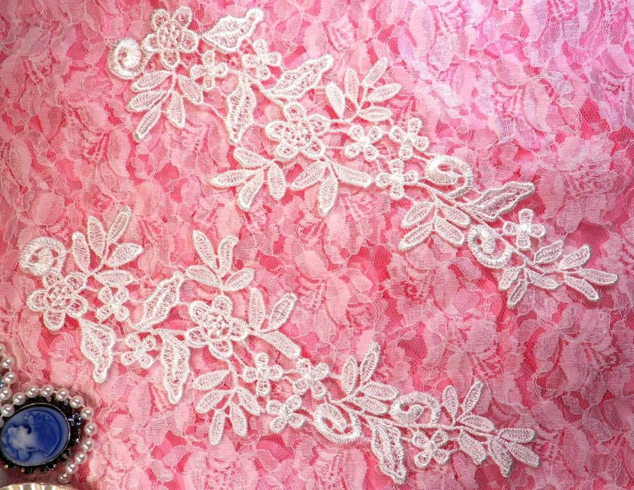 REDUCED Embroidered Floral Applique Mirror Pair White Clothing Patch Craft Motif 10 RMBL106X