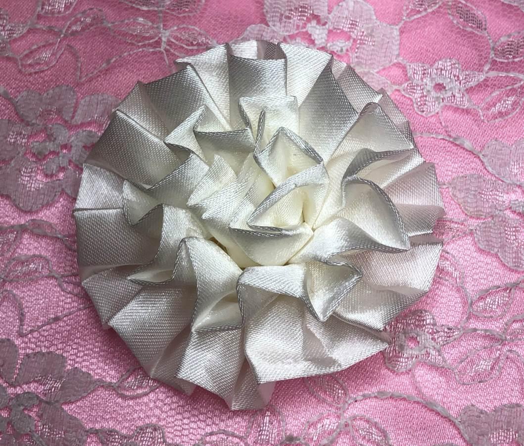 GB4 Fluffy Antique White Satin Floral Bow Applique 2.5