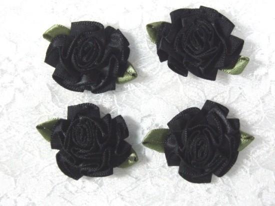 L22  Lot of 4 Black w/ green Floral Rose Flower Appliques 1.5