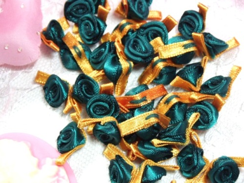 L7K  Set of (20) Green Gold Ribbon Rose Appliques