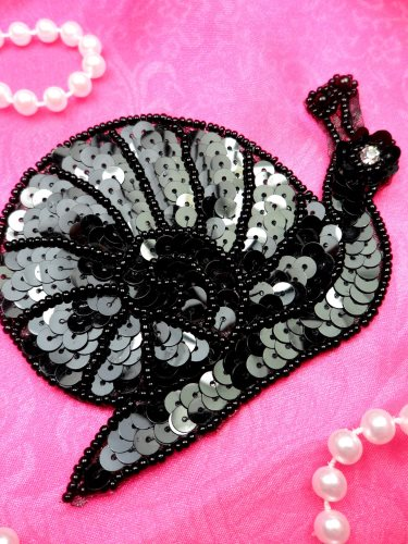 LC1762 Self Adhesive Black Snail Beaded Sequin Applique 4\