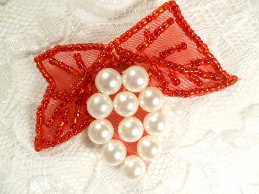 Beaded Applique Red and White Vine Pearl Cluster 2.5 (MS201)