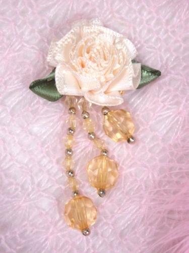 VD20  Ivory/Gold Floral Dangle Beaded Applique 2.5