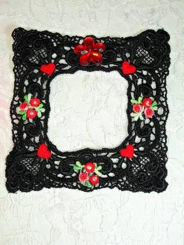 VG48  Black Red Venise Lace Picture Frame Applique 4