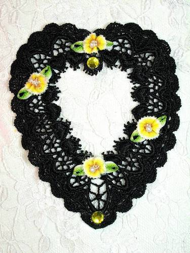 VG50  Black Yellow Picture Frame Venise Lace Heart Applique 4.5