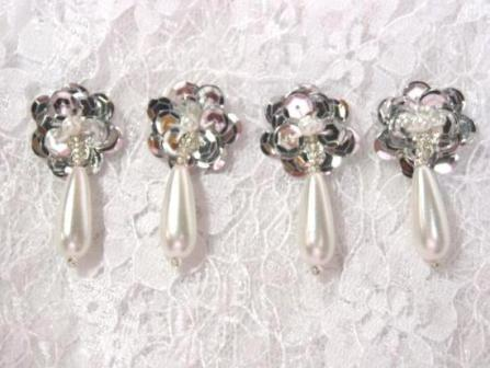 AT8900D  Set of ( 4 ) SIlver & Pearl Sequin Beaded Appliques