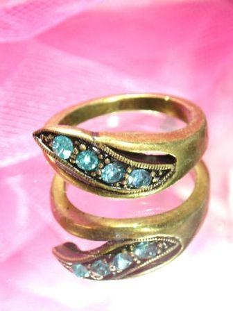 607  Light Blue Antique Gold Vintage Rhinestone Ring sz 9.75