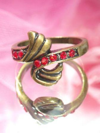 609  Red Antique Gold Vintage Rhinestone Ring sz 10