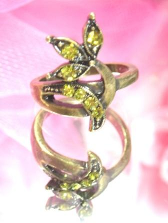 614  Olive Antique Gold Vintage Rhinestone Ring sz 6.5