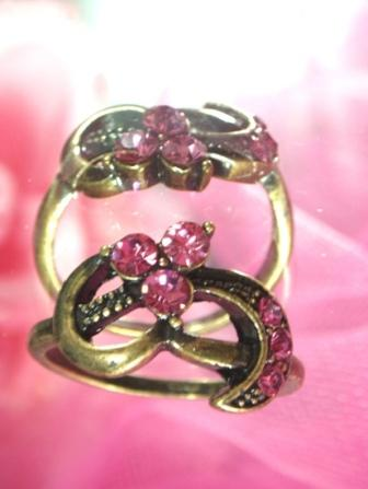 615  Fuchsia Antique Gold Vintage Rhinestone Ring sz 10