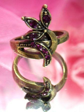 621  Wine  Antique Gold Vintage Rhinestone Ring sz. 7.75