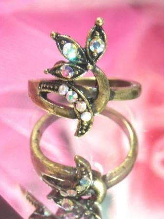 622  Crystal AB Antique Gold Vintage Rhinestone Ring sz. 8
