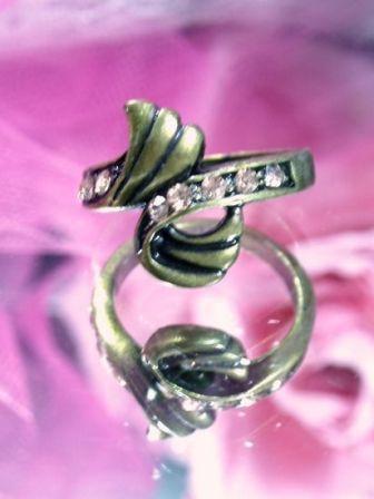 639 Champagne Rhinestone Antique Gold Vintage Ring sz. 6.25