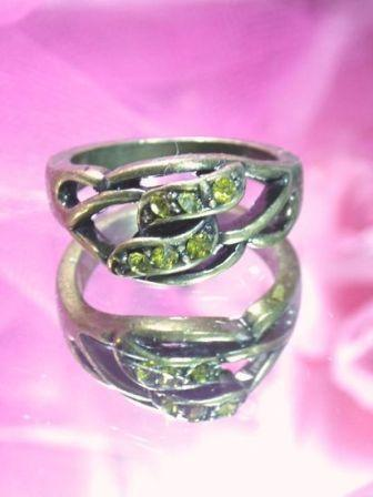 644  Green Rhinestone Antique Gold Vintage Ring sz. 7.75