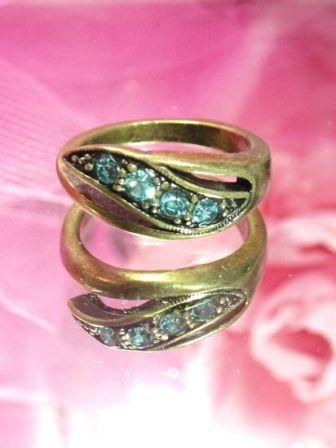 652  Lt. Blue Green Antique Gold Vintage Rhinestone Ring sz. 9.25