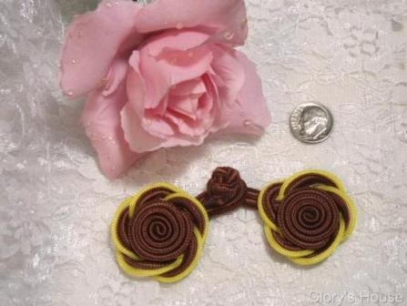 """0250  Brown & Yellow Frog Button Closure 3.75"""""""