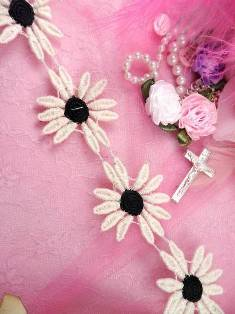 "C200 Black Ivory Daisy Sewing Trim 2"""