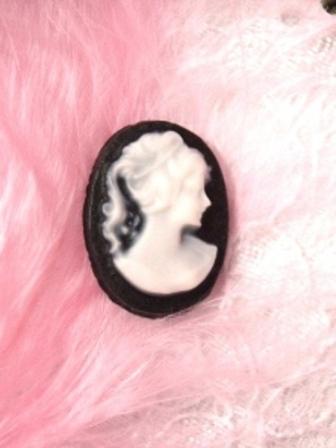 """CB14  Black White Victorian Cameo Bead  1 6/8"""""""