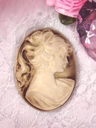 CB2  Beige Ivory Victorian Cameo Bead 1.5""