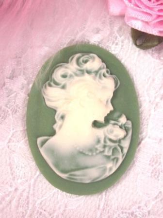 "CB6  Green Ivory Victorian Cameo Bead 1.5"""