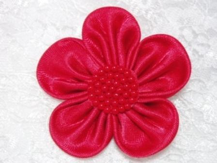 L11  Red Beaded Flower Applique 2.5""