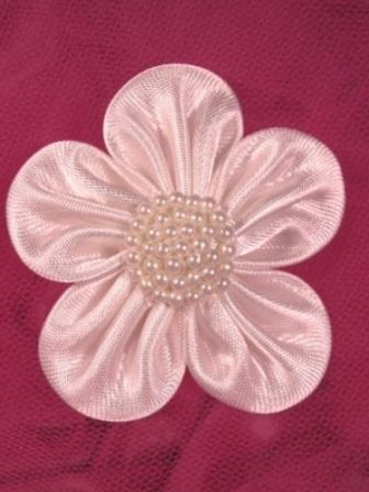 L11 White Pearl Flower Applique 2.5""